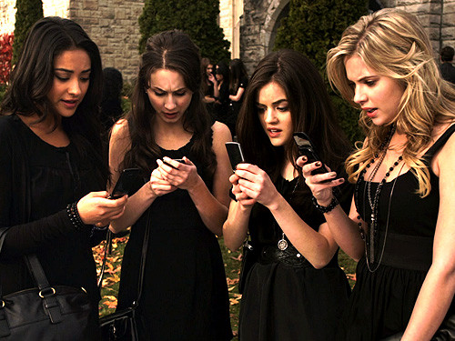 ����� pretty little liars